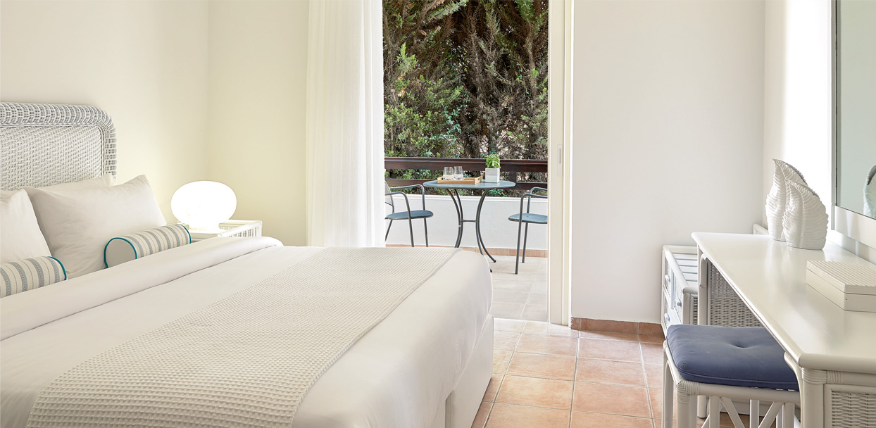 pella-beach-family-bungalow-garden-view-luxury-accommodation