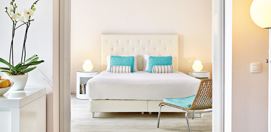 01-pella-beach-master-suite-side-sea-view-luxury-accommodation