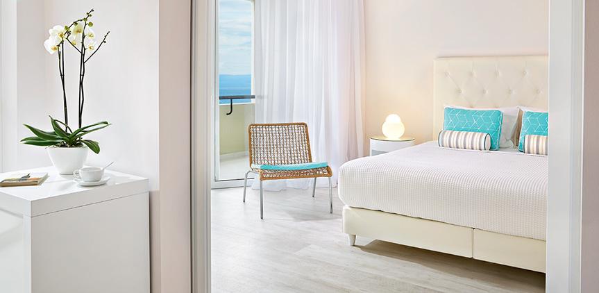 03-pella-beach-suite-side-sea-view-master-bedroom