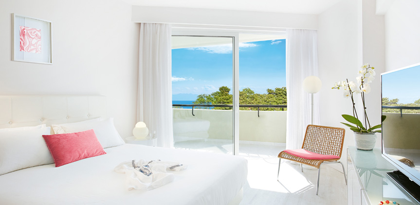 01-pella-beach-premier-room-side-sea-view-accommodation