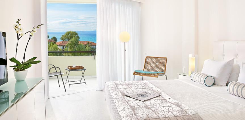 04-pella-beach-beach-luxury-resort-in-greece