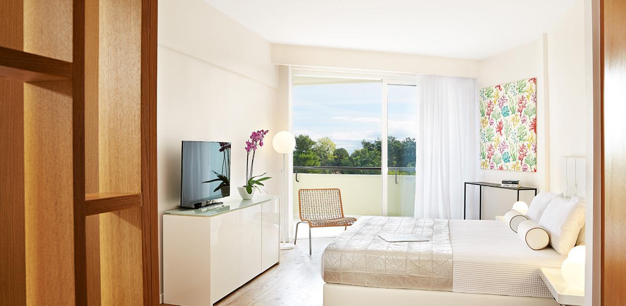 01-pella-beach-premier-room-side-sea-view-lixiry-accommodation