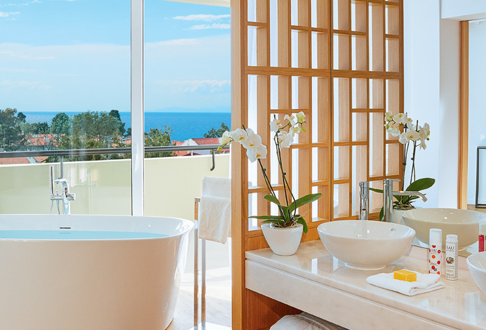 03-pella-beach-resort-luxury-sea-view-bathrooms