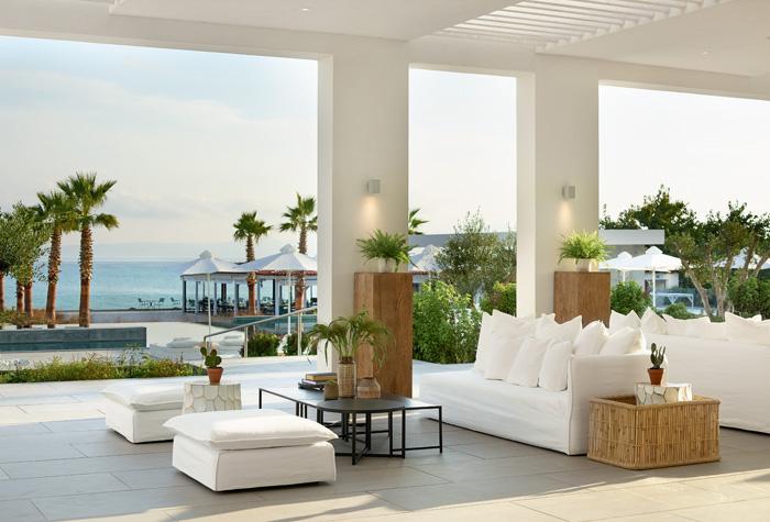 01-bars-in-pella-beach-luxury-hotel