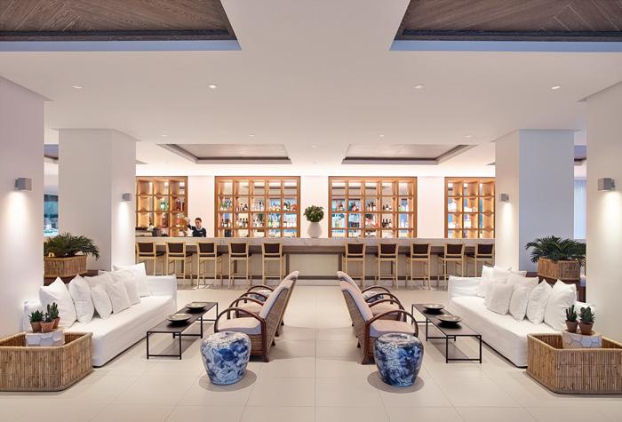 02-pella-beach-luxury-resort-bar