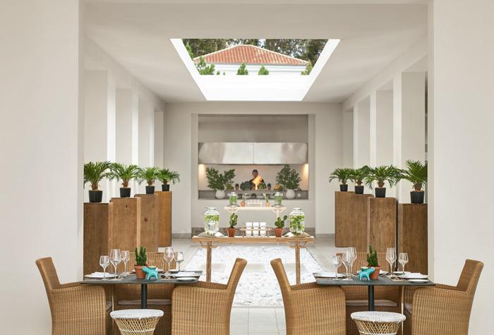 03-pella-beach-restaurant-dining